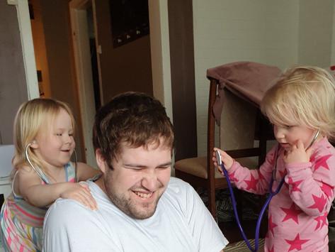 Mistet to barn og i karantene -mitt sterke møte med familien Aagedal Simonsen