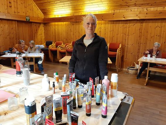Inspirerende besøk hos maleklubben på Iveland