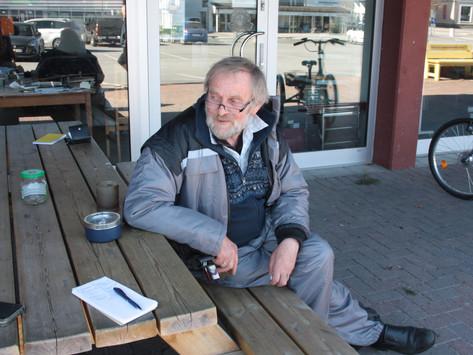 Kjent miljø på Evje-ved kaffebordet hos Erling Haugaa diskuteres vås og alvor