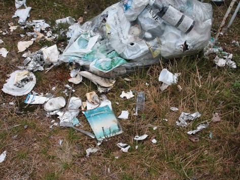 Forsøpling av verste sort midt i vår natur og en liten naturperle- bør anmeldes til politiet(!)