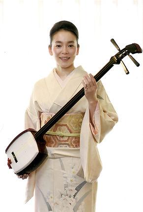 Kanoko Shamisen pic w kimono.jpg