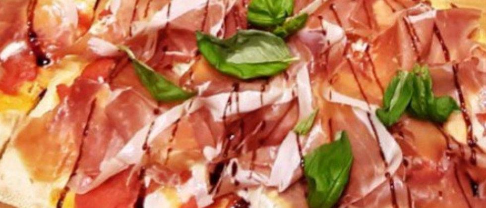 PARMA: Salsa di pomodoro, pomodorini confit, Bufala, Crudo e Glassa d'aceto