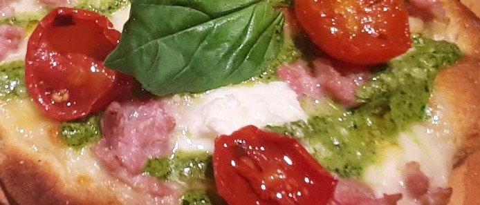 SALSICCIA & FRIARIELLI: moz fior latte, pomodorini,salsiccia crema di friarialli