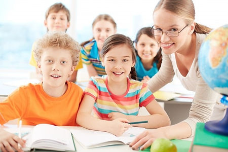 teacher-students-smiling-class_1098-2765