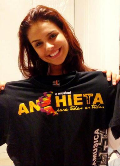 Paloma Bernardi apóia Anchieta