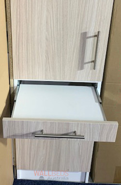 Pull out shelf/tray