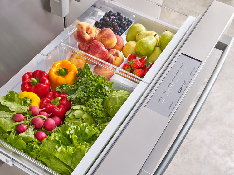 Refrigerator produce drawer