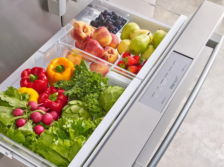Refrigerator produce drawer