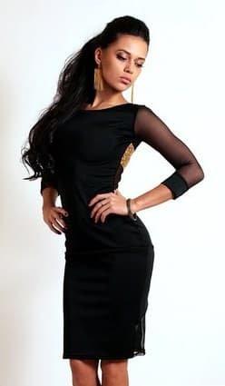 Черное платье с золотым принтом на спине