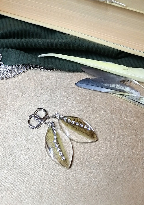 Серьги с перьями кореллы