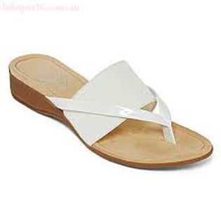 St John's Bay Gabby Slippers in White, size 5