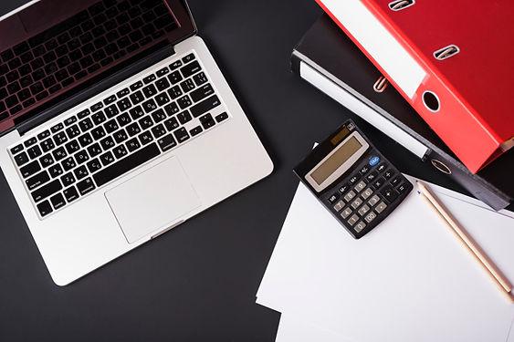 overhead-view-laptop-file-folders-calcul