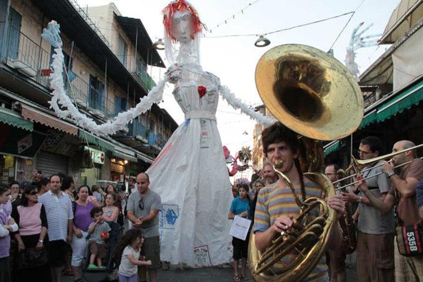 בובות ענק giant puppets