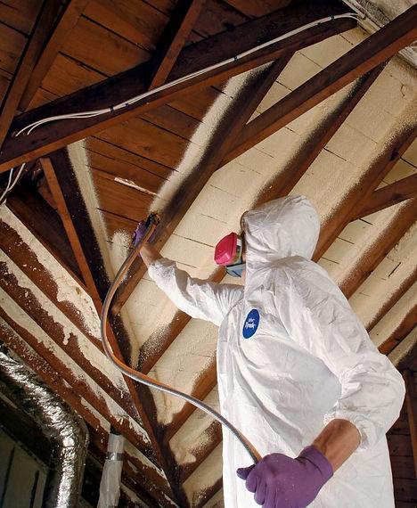 spray-foam-insulation-install-700x853.jp