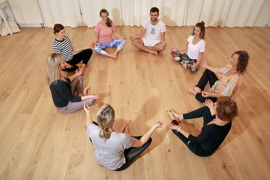 _SB31589 Yoga Atelier Vaihingen.jpg