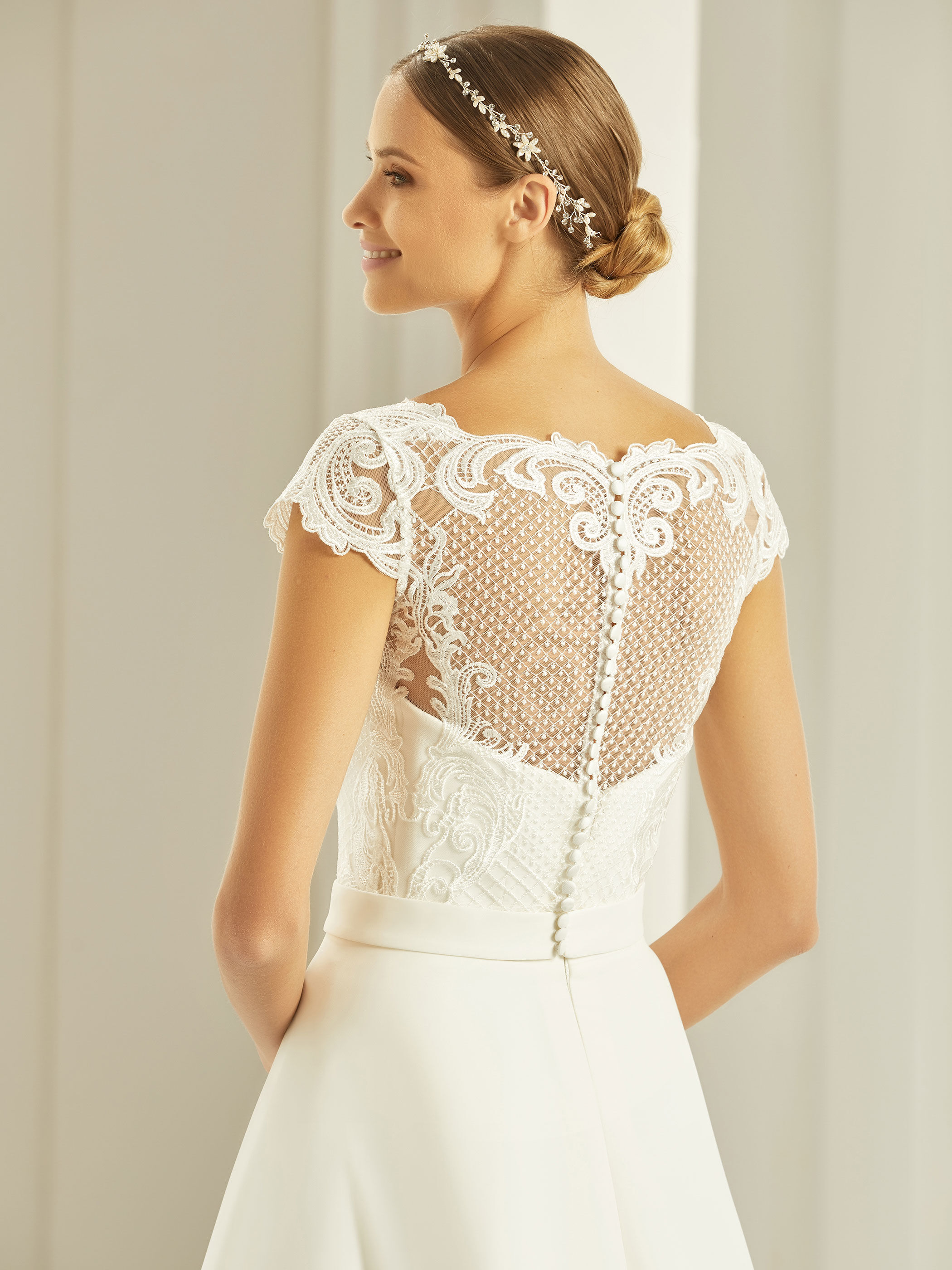 bianco-evento-bridal-bolero-e269-_2__1.j