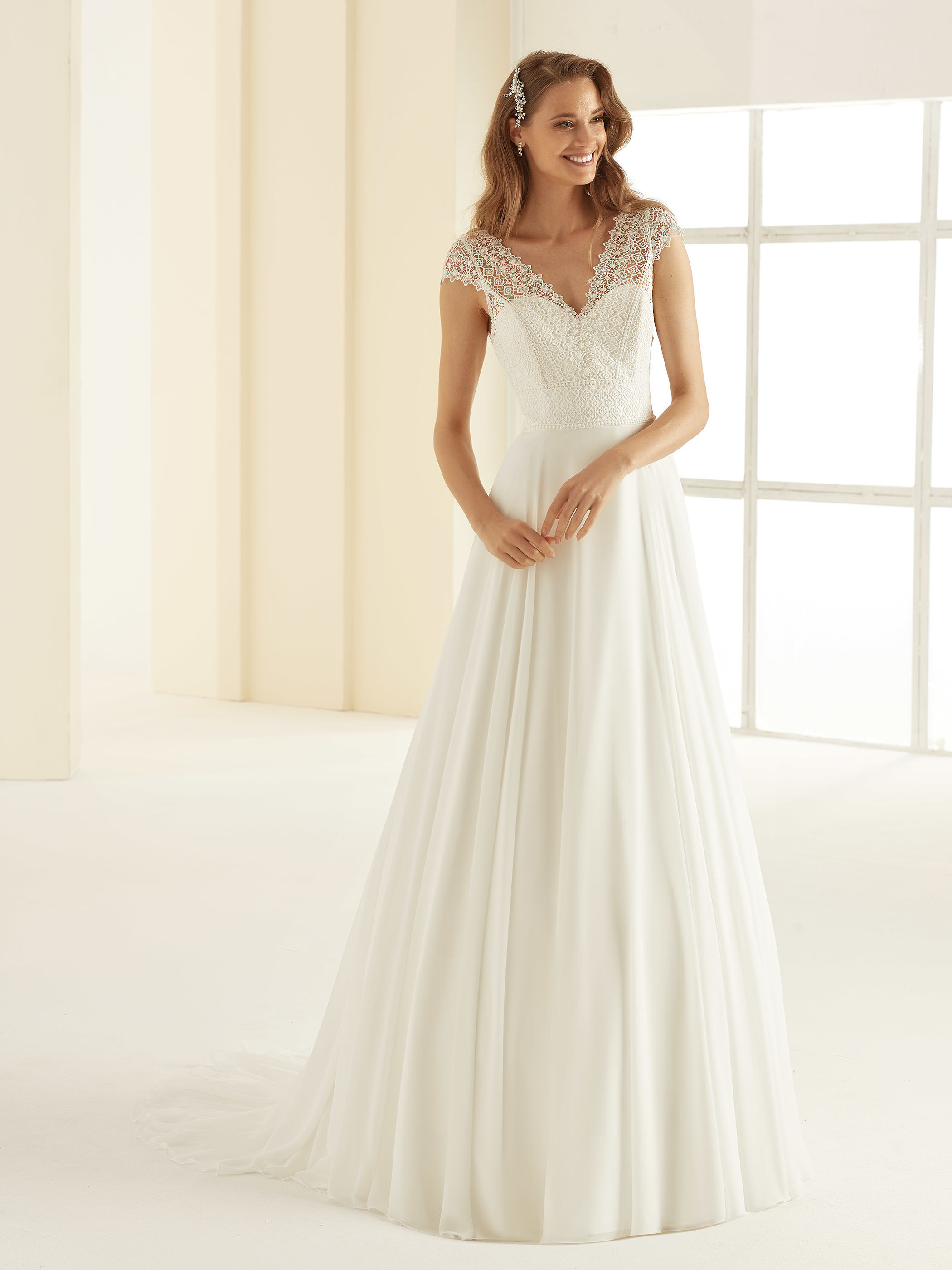 bianco-evento-bridal-dress-margaret-_1__