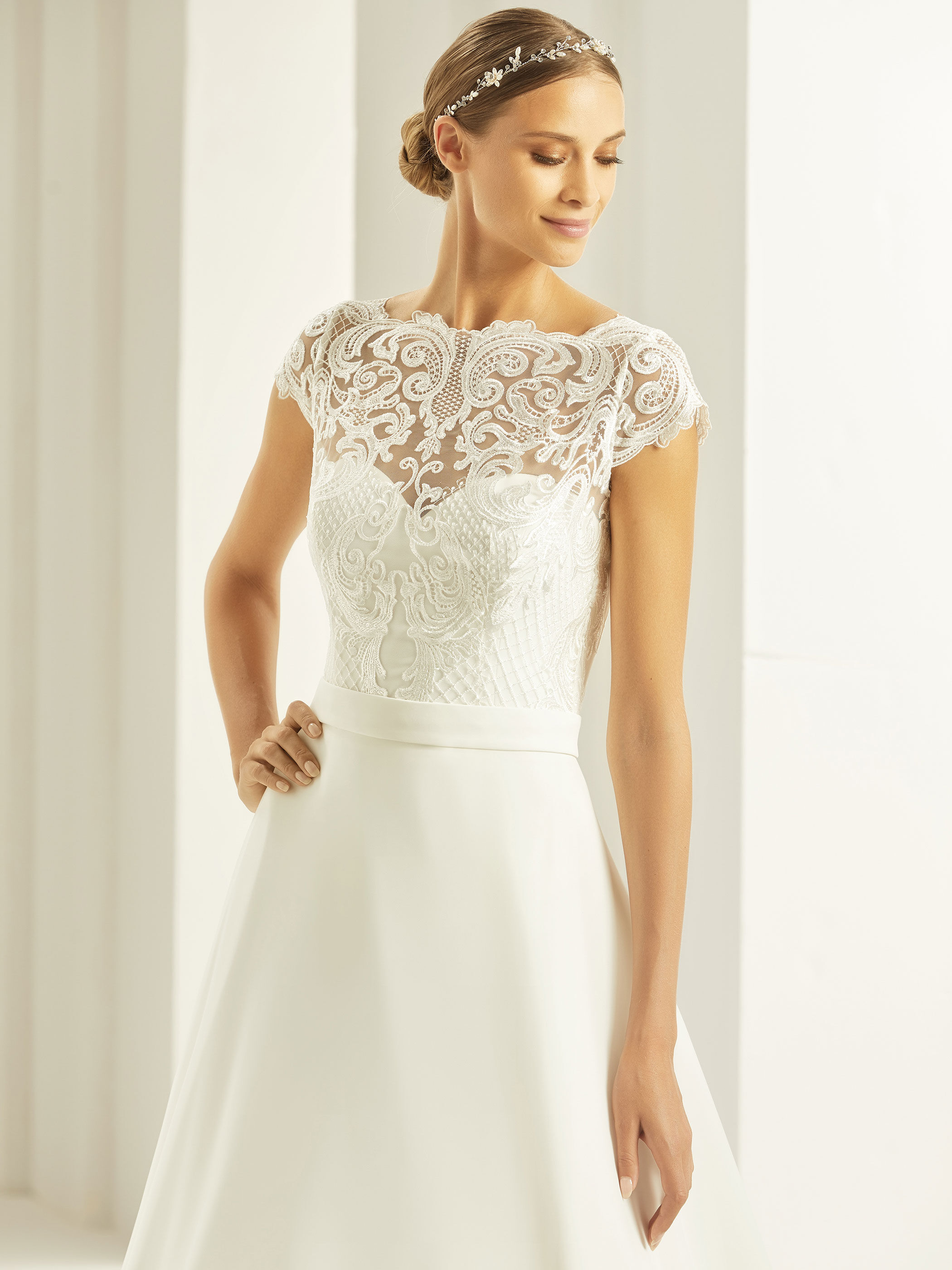 bianco-evento-bridal-bolero-e269-_1__1.j