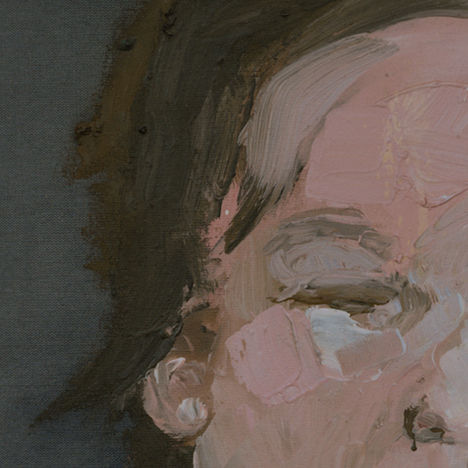 retrato-rosa-con-fondo-gris-detalle