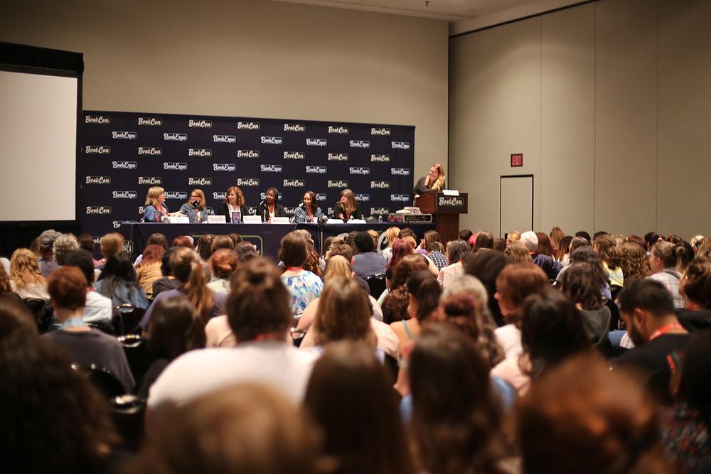 Book Con Panel