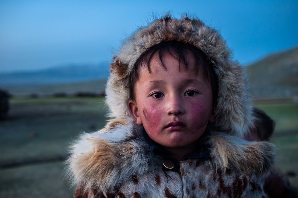 5 year old Erinkenbek, Esen's son is eager to begin eagle hunting training and take on the tradition. Unfortunately he is not yet old enough and is not yet able to accompany his father on hunts.