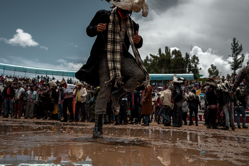Sporadic downpours throughout the afternoon leave the floor muddy and slippery. The festival continue regardless with fighters slipping and struggling for balance.