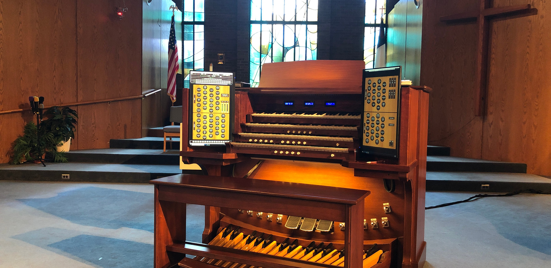 Console with the Sonus Paradisi Casavant Loaded
