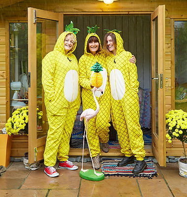 Amanda Bass, Jeanette Rourke, Victoria Latham Kelly & the flamingo