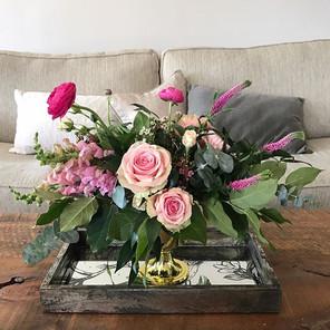 Feminine, pink, soft centerpiece. _I lov