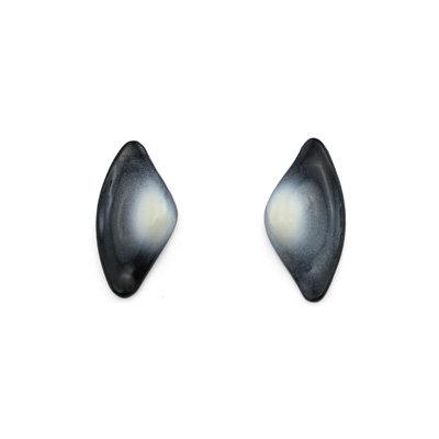 Black-White Tail S Earrings
