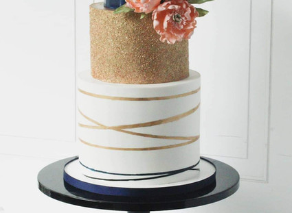 How to spray edible gold dust on a cake