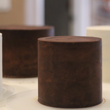 How to Perfectly Ganache a Cake with Sharp Edges-Tips and Tricks