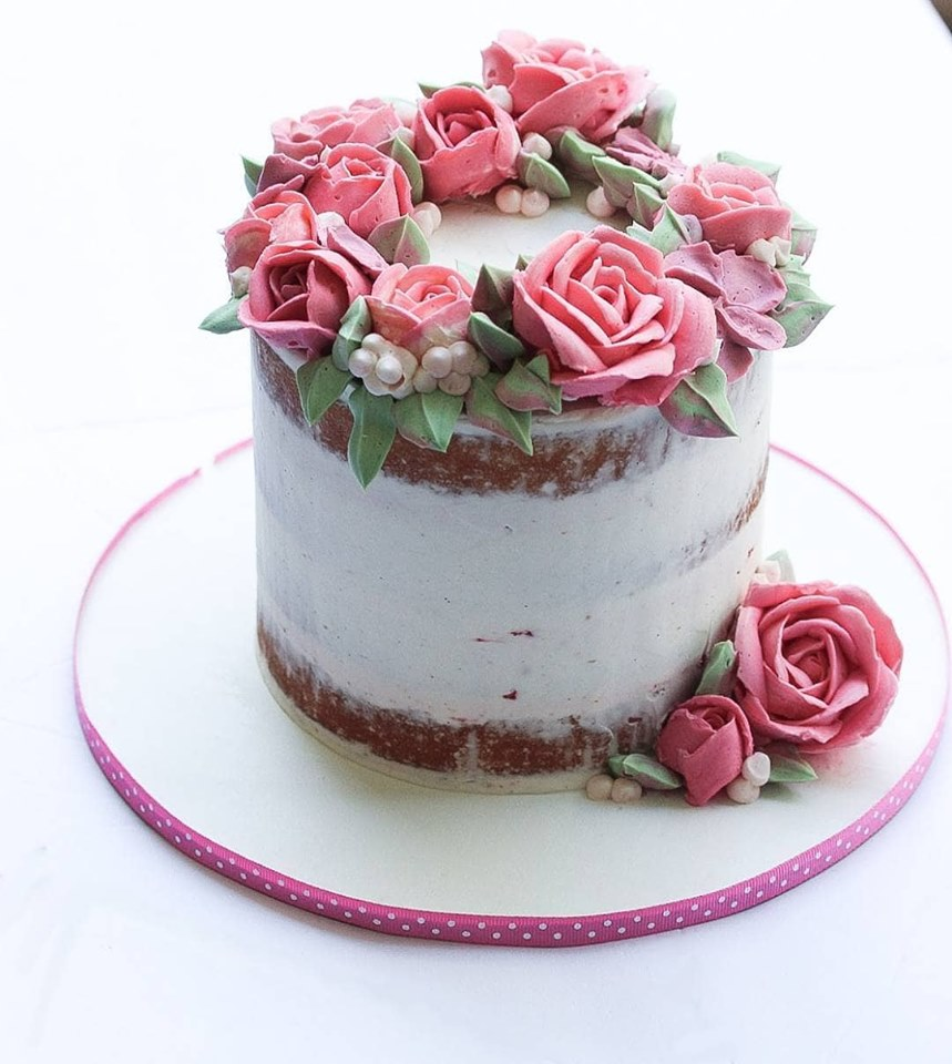 Pink buttercream roses cake