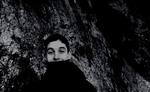 TRAINEE  | DJ |  Ranging between ambient, noise, electro and techno, his DJ sets are a deep electronic trip.