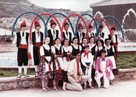 Membres inicials del cos de dansa de l'Esbart l'any 1981. Caramelles (1982)