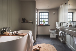 Redbrick Barn bath