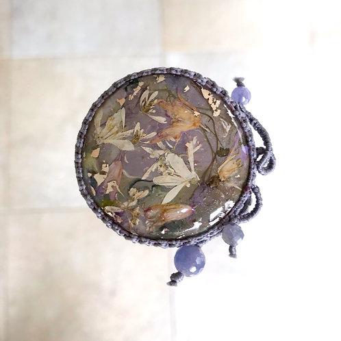ヒメウツギのブローチ