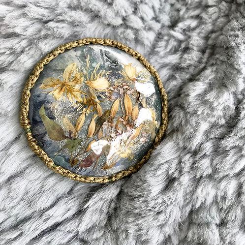 仙人草のピクチャーブローチ