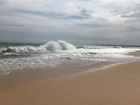 Waves at Rekawa Turtle Beach