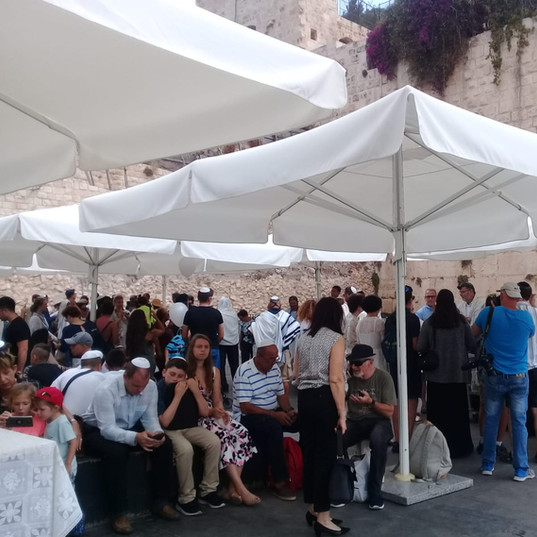 Summer service at the Kotel