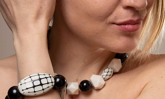 collane, bracciali orecchini in resina