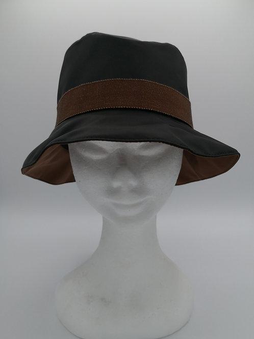 cappello da pioggia nero