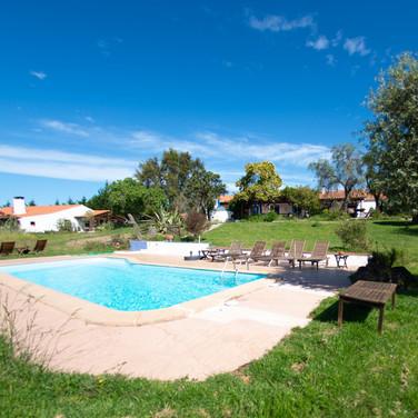 férias-em-família-piscina-portugal