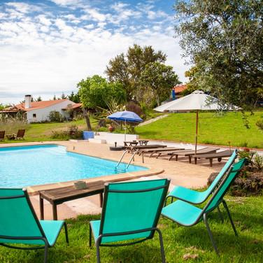 Familienfreundliche-Unterkunft-Ferienhaus-Pool-Alentejo-Portugal-Kinder-Familie-baden.jpg