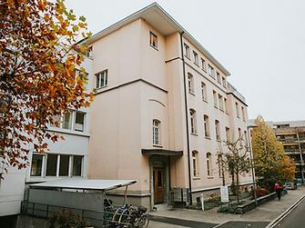 Massage-Länggasse-Uni-Universität-Bierhübeli-Bahnhof-Bern-Masseur-Masseurin.jpg