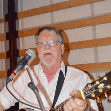 André à la guitare