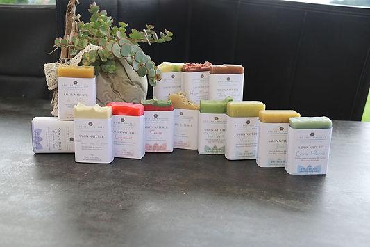 produkte etiketten seifen verpackung perönlich grafiker eigene schönheitsprodukte bio selbstgemacht