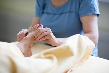 Fusswellness-Fussbad-Massage-reflexzone-Peeling-entspannung-Bern.jpg