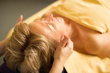 Gesichtsmassage-Kopfschmerzen-Migräne-schlafstörung-müdigkeit-massage-Bern.jpg