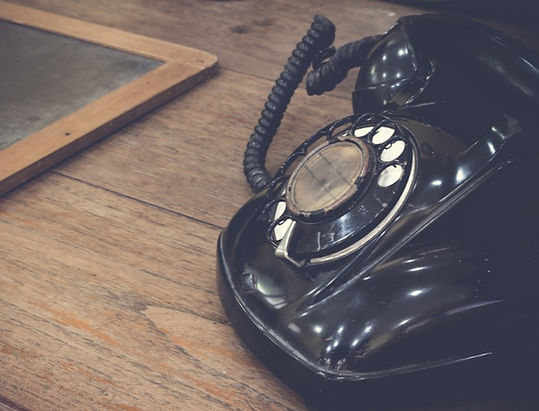 black-antique-vintage-analog-telephone-d